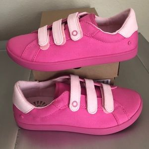 UGG GIRLS PINK SNEAKERS VELCRO SIZE 5 NEW!
